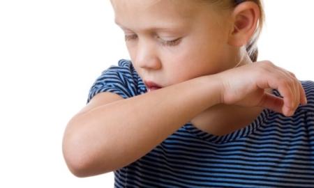 Hoste hos børn og babyer